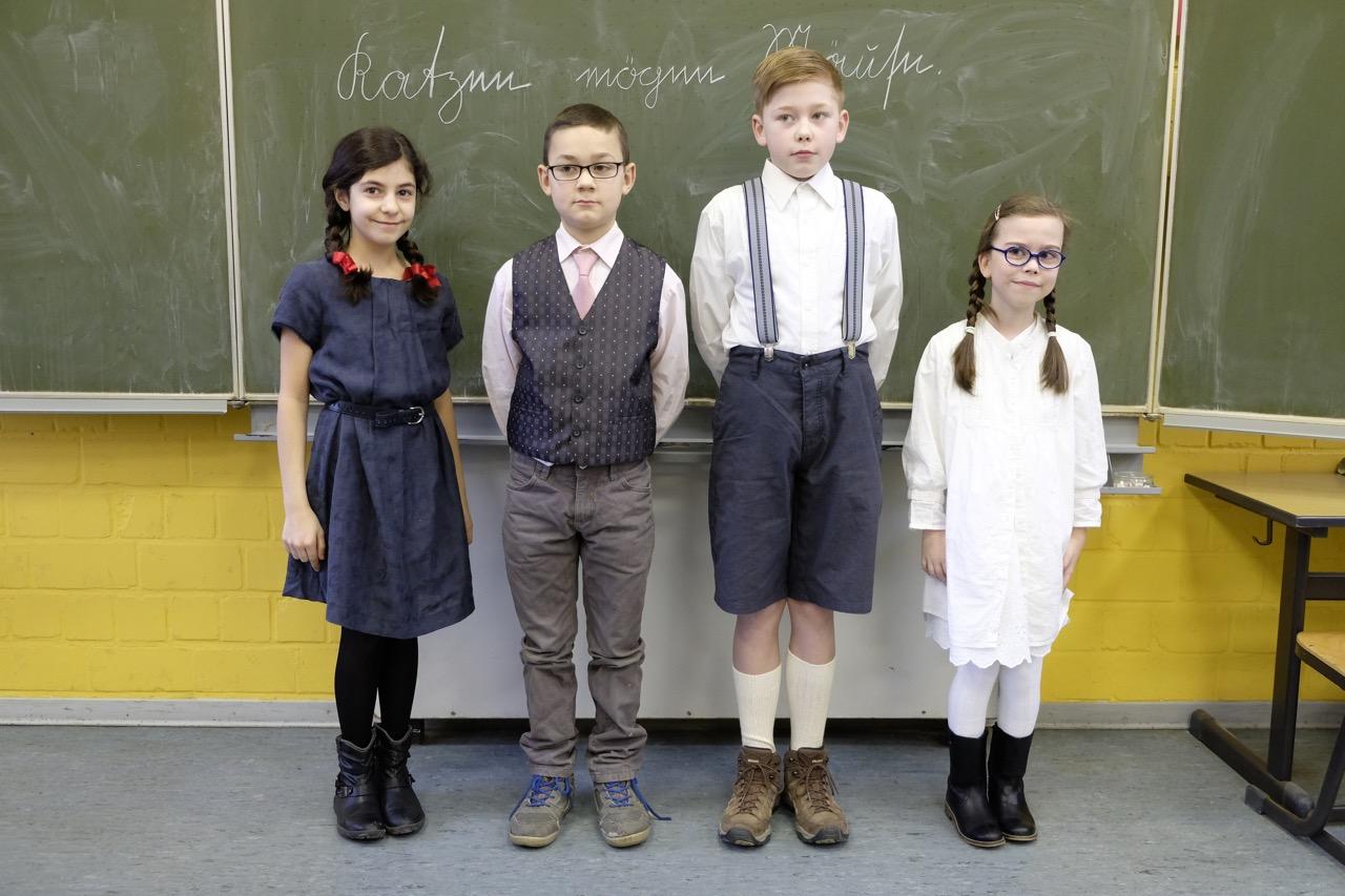Schule Früher Kleidung